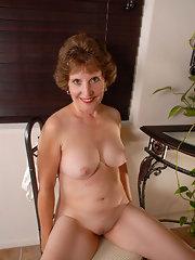 Reife kurzhaarige Frauen nackt — bild 8