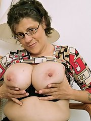 Can not Mature hairy glasses pussy porn pics apologise