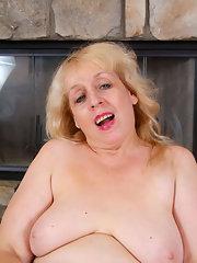 Mature Pussy Upskirt Wet Blonde Hairy Milf